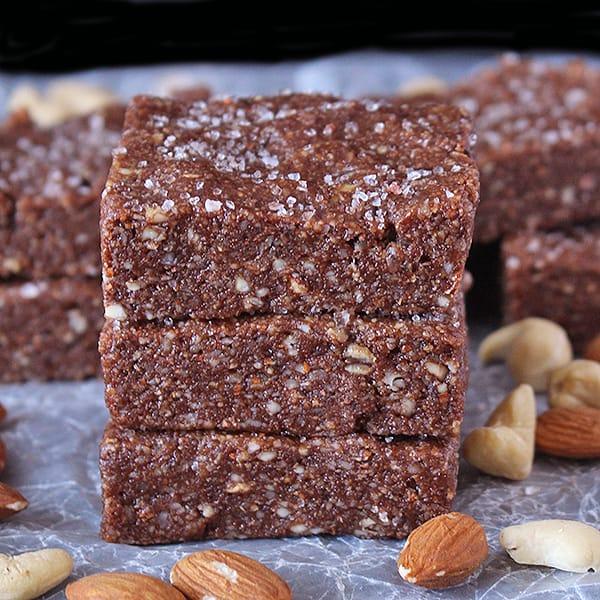 Paleo Chocolate Protein Bars (Copycat RXBars)