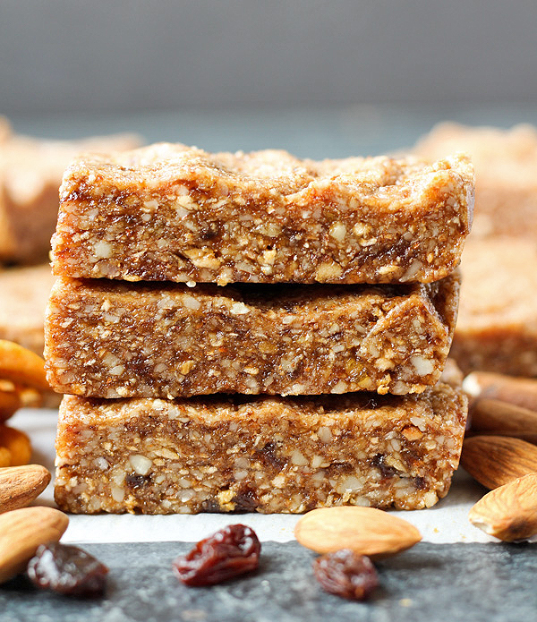 Paleo Apple Cinnamon Raisin Protein Bars (Copycat RXBAR)