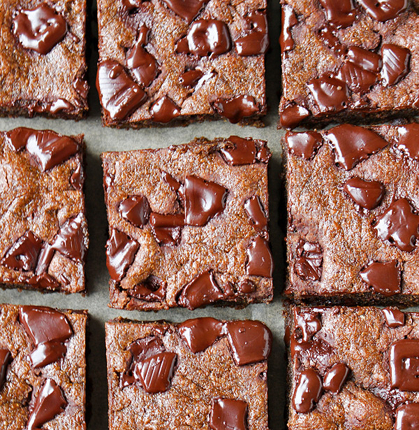 Paleo Gingerbread Chocolate Chunk Blondies