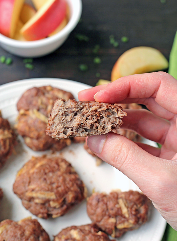 This Paleo Whole30 Apple Cinnamon Breakfast Sausage is a great egg-free breakfast. Easy to make, flavorful, and so juicy. They are gluten free, dairy free, nut free, and so delicious!