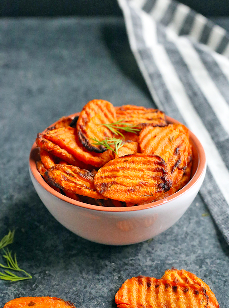 These Paleo Whole30 Air Fryer Carrots are easy, quick, and perfectly cooked. A great side dish that everyone will love. Gluten free, dairy free, and low FODMAP.