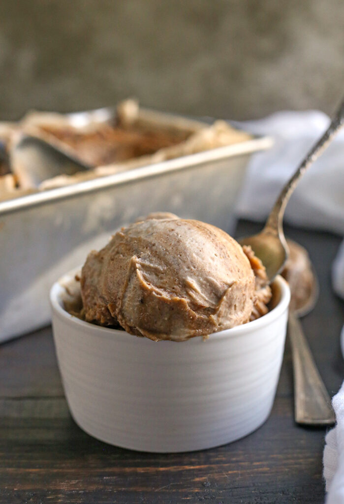 vegan cinnamon roll ice cream in a bowl