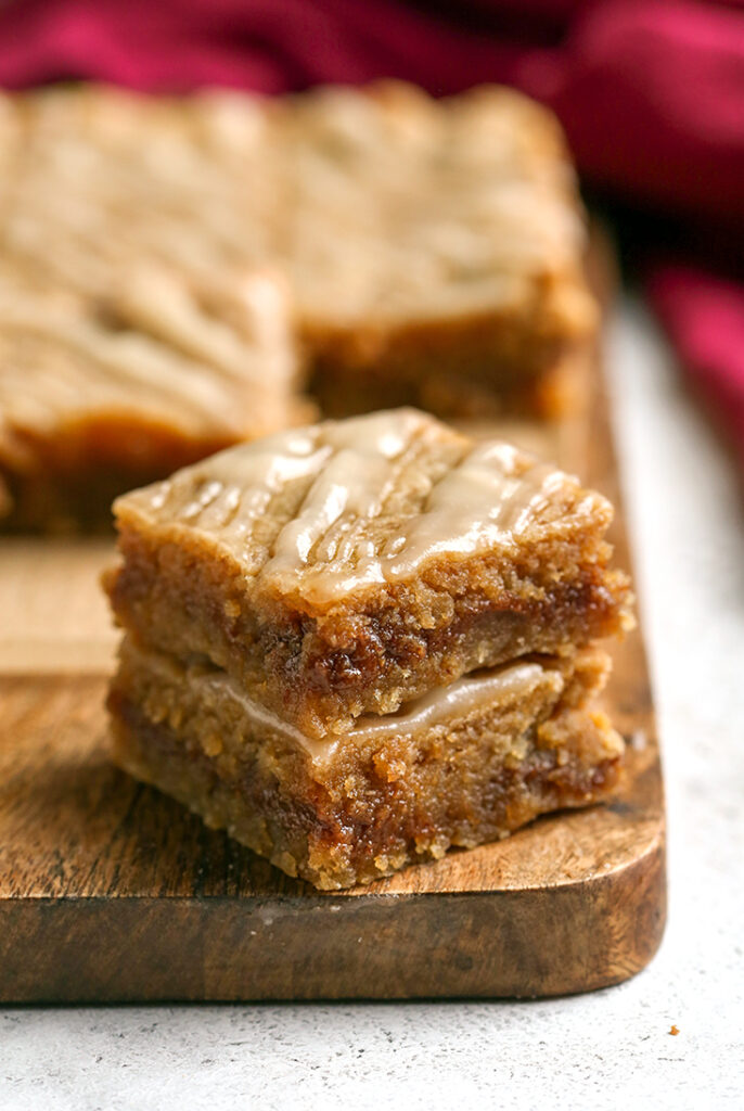 paleo gluten free cinnamon roll blondies